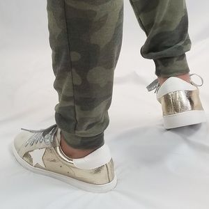 Star Sneakers | Gold